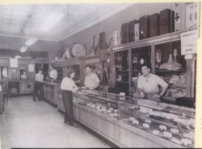 Dixie Pawnbrokers image. Click for full size.