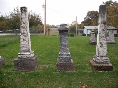 Looking East - - Hooker Cemetery image. Click for full size.
