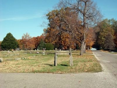 Looking North - - Oakland Cemetery Sign image. Click for full size.