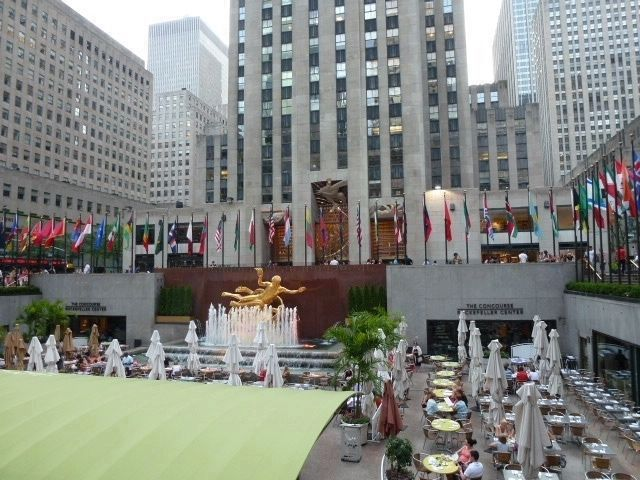 "Fountain, lower concource at 30 Rockefeller Plaza [""i.e. ""30 Rock""] image. Click for full size."