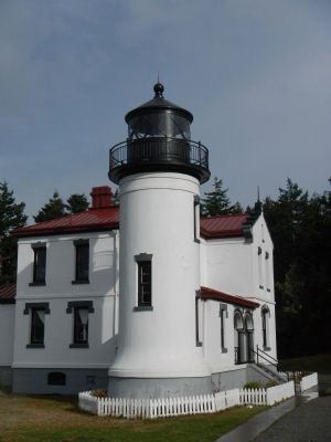 Admiralty Head Lighthouse image. Click for full size.