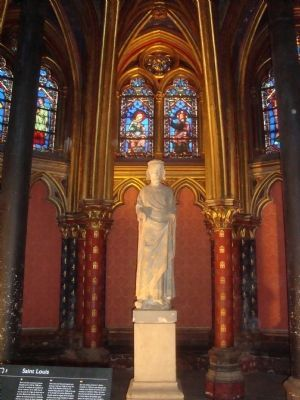 Statue of Saint Louis (Louis IX) in the lower level of Sainte-Chapelle image. Click for full size.