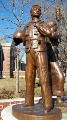 Women Veterans Memorial Statue image. Click for full size.
