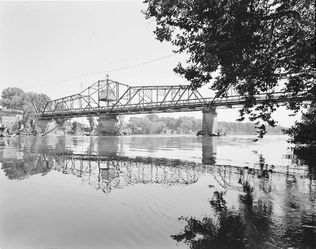 (Old) Gianella Bridge - View to Southeast, oblique view of upstream side of bridge image. Click for full size.