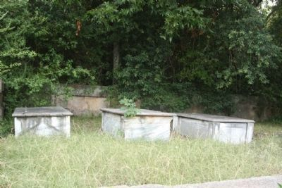 Lamar Family Cemetery image. Click for full size.