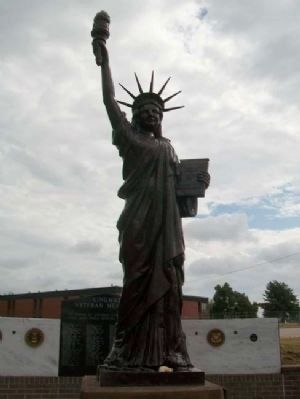 Replica of the Statue of Liberty image. Click for full size.