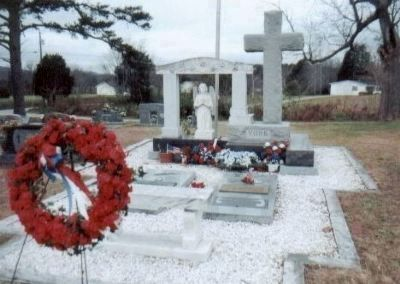 Grave site of Alvin C. York, World War I Congressional Medal of Honor Recipient. Photo, Click for full size