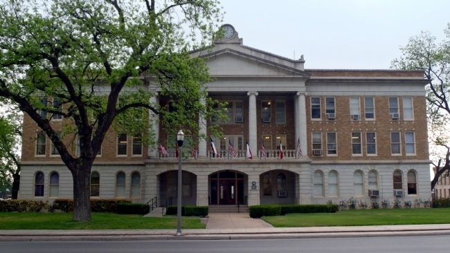 Uvalde County Courthouse image. Click for full size.