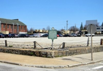 Wide view of the Amoskeag Mills marker image. Click for full size.
