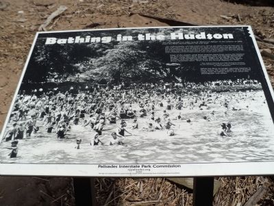 Bathing in the Hudson Marker image. Click for full size.