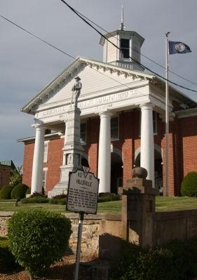Caroll County Courthouse and Marker image. Click for full size.