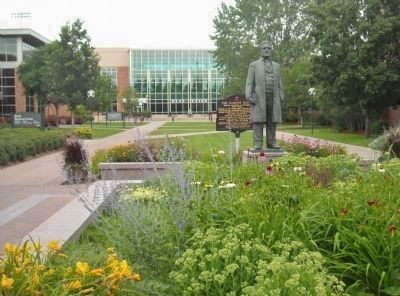 The Hamline Plaza Marker and Sculpture image. Click for full size.