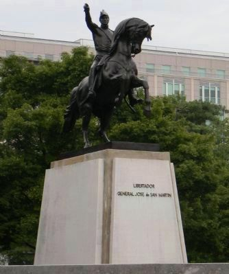 Statue of the Liberator, José de San Martín - viewed from the southwest image. Click for full size.