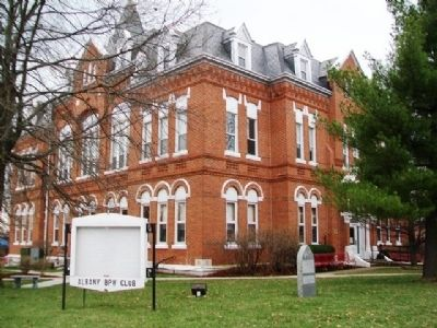 Gentry County Courthouse and Marker image. Click for full size.