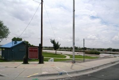 Wide view of the Rio Grande Marker image. Click for full size.