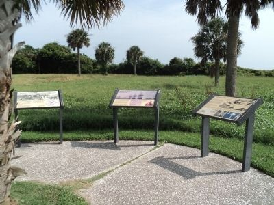 Markers at Fort Moultrie image. Click for full size.