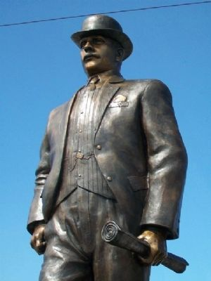 William B. Strang, Jr. Statue image. Click for full size.