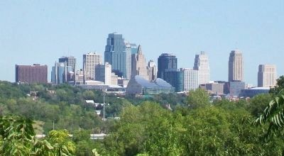 View of Kansas City MO from Rosedale Memorial Arch image. Click for full size.