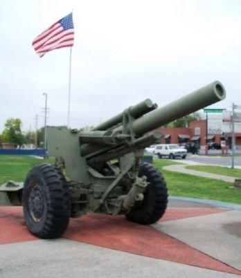 War Memorial 155mm Howitzer image. Click for full size.