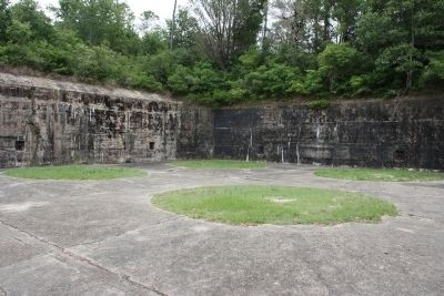 Battery Dearborn's Right Pit image. Click for full size.