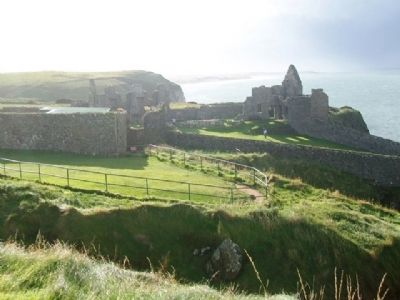 Dunluce Castle Ruins image. Click for full size.