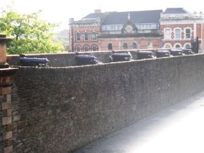 Artillery on Derry City Wall image. Click for full size.