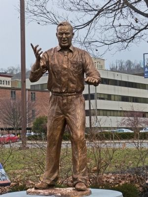 Walter Reuther Statue image. Click for full size.