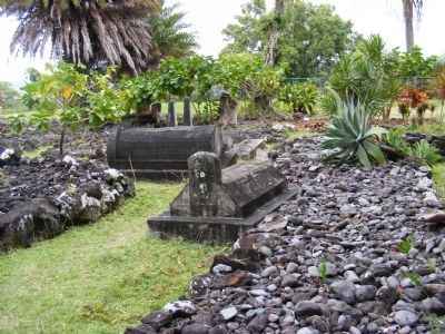 Palapala Hoomau Congregational Church graveyard-other grave markers image. Click for full size.
