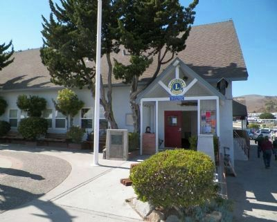 Cayucos Veterans' Memorial Building image. Click for full size.