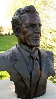 Bust of Don Faurot image. Click for full size.
