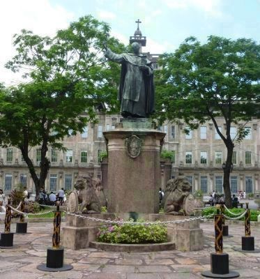 Statue of Archbishop Benavides (cast bronze, Paris 1885)<br> at University of Santo Tomas image. Click for full size.