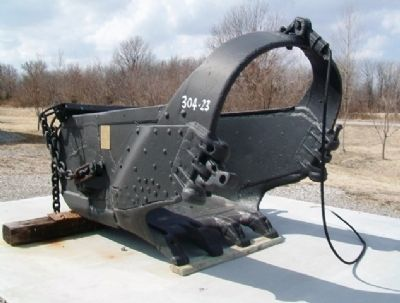 Dragline Bucket and Marker image. Click for full size.