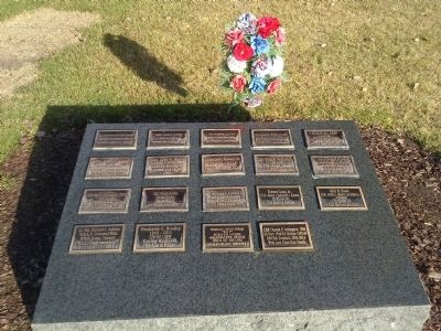 Individual plaques surrounding the flag image. Click for full size.