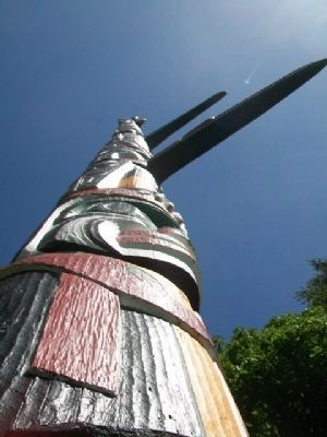 World's Tallest Totem Pole image. Click for full size.