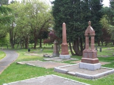 Robertson Family Monument image. Click for full size.