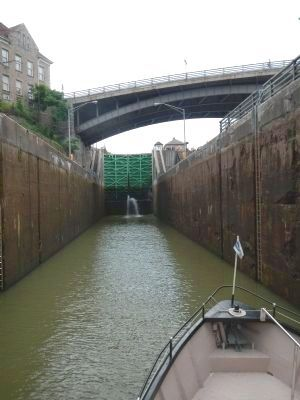Inside Lock 34 image. Click for full size.
