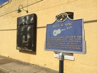 Riley B. King Marker & Mural image. Click for full size.