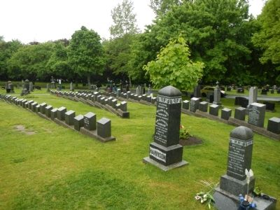 Graves of the victims of the <i>Titanic</i> disaster. image. Click for full size.