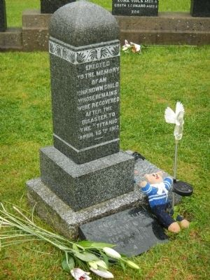 Tombstone for an 'Unknown Child' image. Click for full size.