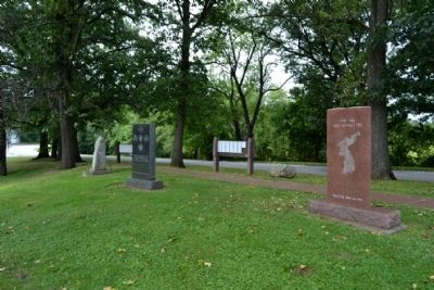 Rear Sides of World War II and Korean War Memorials image. Click for full size.