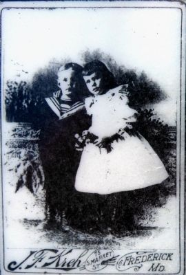Glenn Worthington and his cousin, 1860 image. Click for full size.