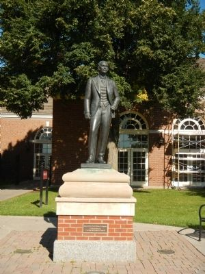 Statue of Henry Ford image. Click for full size.