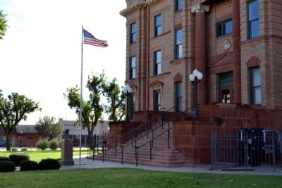 North Entrance of Jones County Courthouse image. Click for full size.