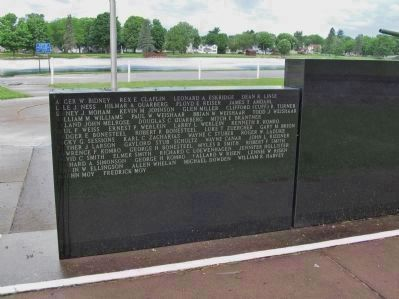 Mirror Lake Veterans Park Memorial image. Click for full size.
