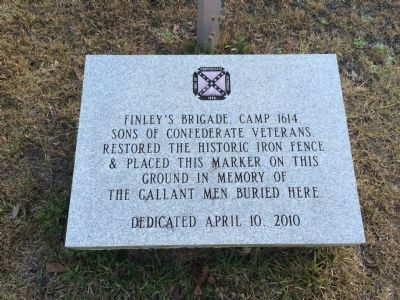 Marker to commemorate installation of fence around graves. image. Click for full size.