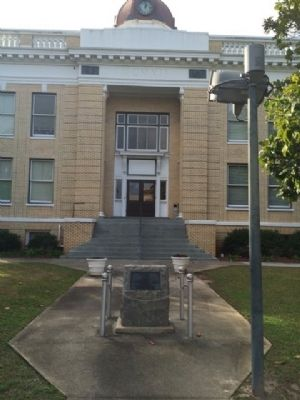Gadsden County Courthouse & Memorial image. Click for full size.