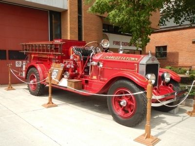 Antique Fire Engine image. Click for full size.