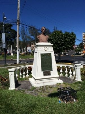 Wide view of General Francisco de Paula Santander Marker image. Click for full size.