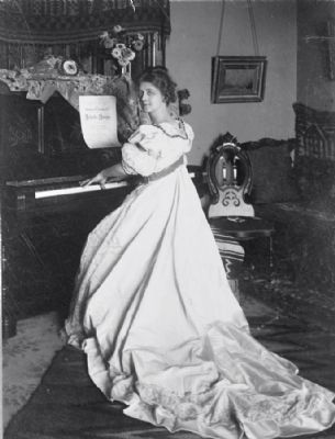 <i>Ellen Beach Yaw, full-length portrait, seated at piano, facing left</i> image. Click for full size.