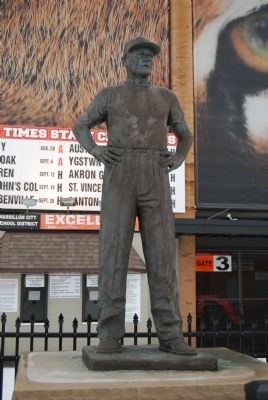 Paul Brown Statue image. Click for full size.